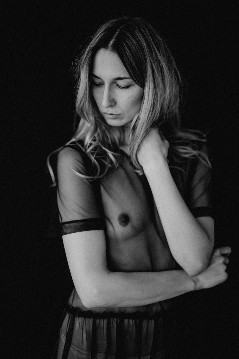 portrait-shooting-nude-black-and-white